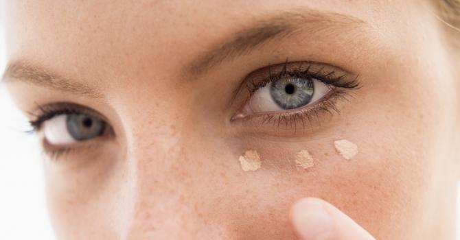 Soin contour des yeux : la meilleure crème anti cerne & anti-poche