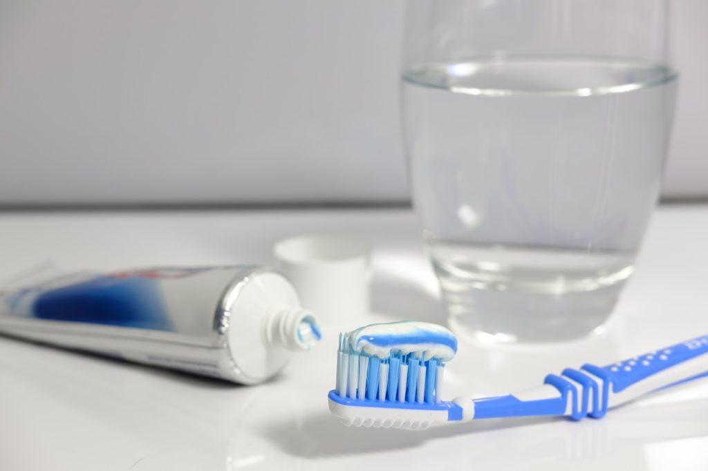 Le dentifrice blanchissant : un atout pour des dents blanches au naturel
