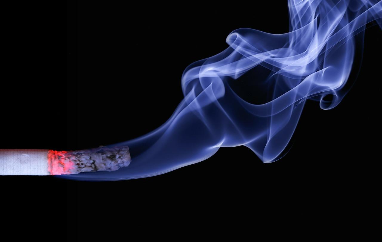 Les autorités sanitaire de tous les pays tentent de réglementer la cigarette électronique, notamment à cause du manque de recul sur ses effets sur la santé