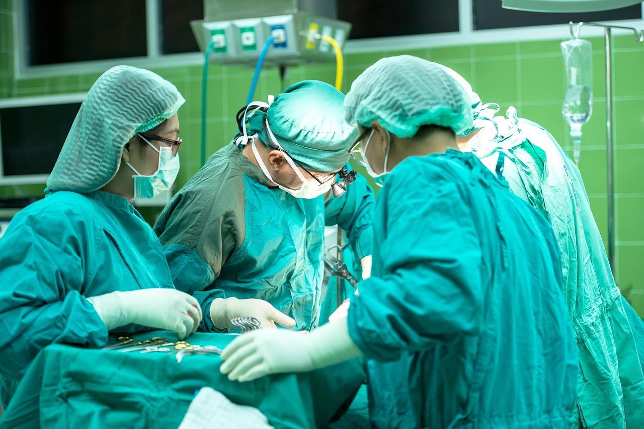 La chirurgie est certes un anti-âge efficace, mais aussi plus radical qu'une crème anti-rides