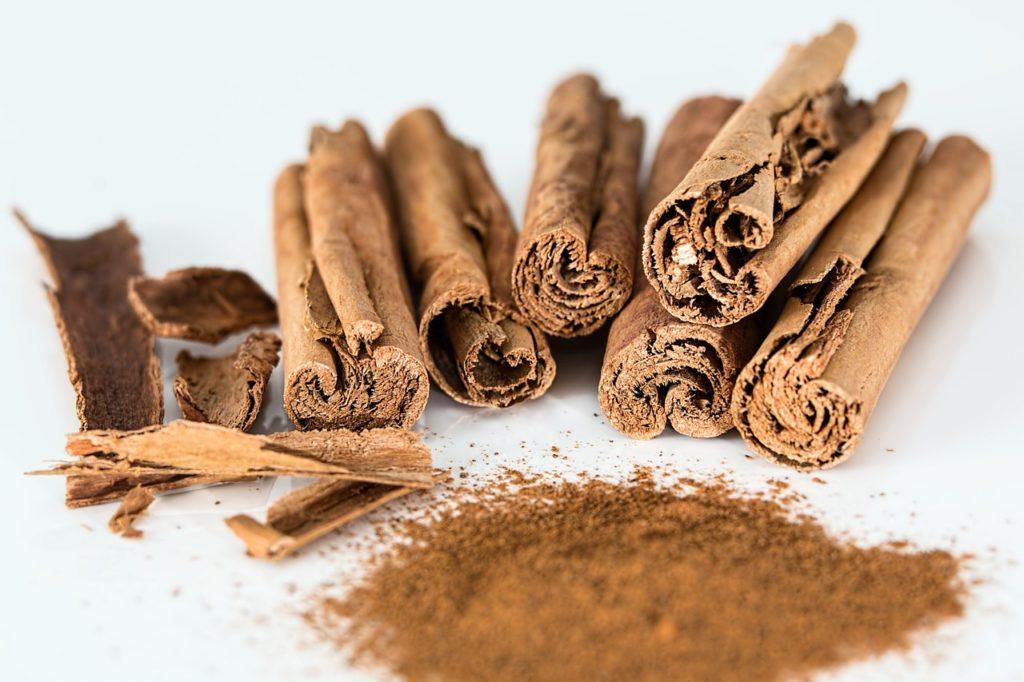 L'huile essentielle de cannelle aide à se débarrasser du rhume, entre autres bienfaits