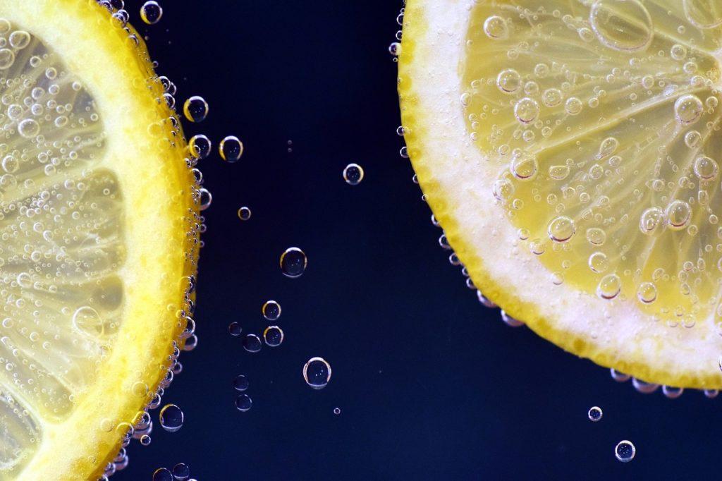 L'huile essentielle de citron est très efficace pour soigner la peau